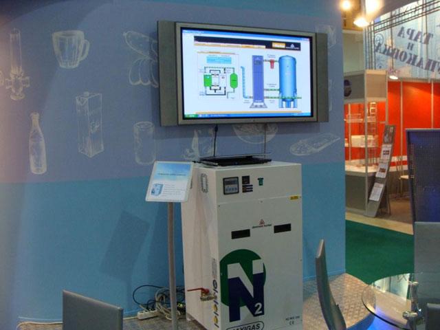 На плазменной панели, размещенной над установкой N2MID, мы демонстрировали анимационный флэш-ролик, рассказывающий (и...
