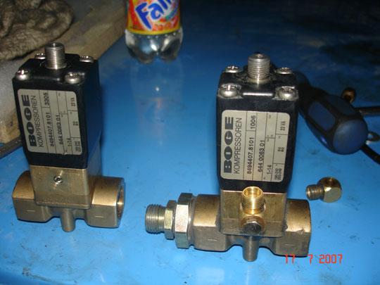 1) Неисправность соленоидного (электромагнитного) клапана, отвечающего за срабатывание клапана всасывания и за...